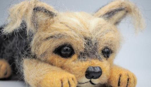 ヨークシャーテリアのぬいぐるみ/羊毛フェルトオーダーメイド/愛犬のすねた表情&伏せポーズ